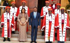 Le Président de la République avec les membres de la Cour constitutionnelle